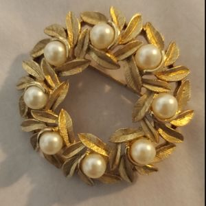 Golden Wreath Brooch with Faux Pearl Trim avon